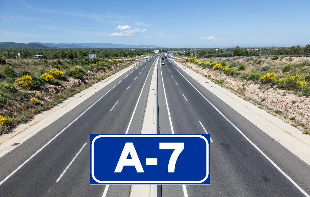 De Tolvrije A-7 Autoweg Langs De Middellandse Zee In Spanje