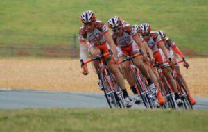 In groepsverband fietsen in Spanje